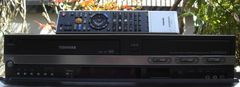 東芝RD-W301地デジVHS・HDD・DVD/W録中古完動リモ付
