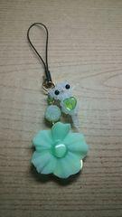 しろねこお花ストラップ 黄緑 オリジナル ハンドメイド 猫 ネコ
