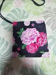 ☆新品黒×大牡丹小桜柄ナナメ掛巾着袋