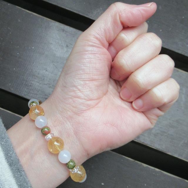 シトリン・黄水晶xホワイトカルセドニーxユナカイト < 女性アクセサリー/時計の