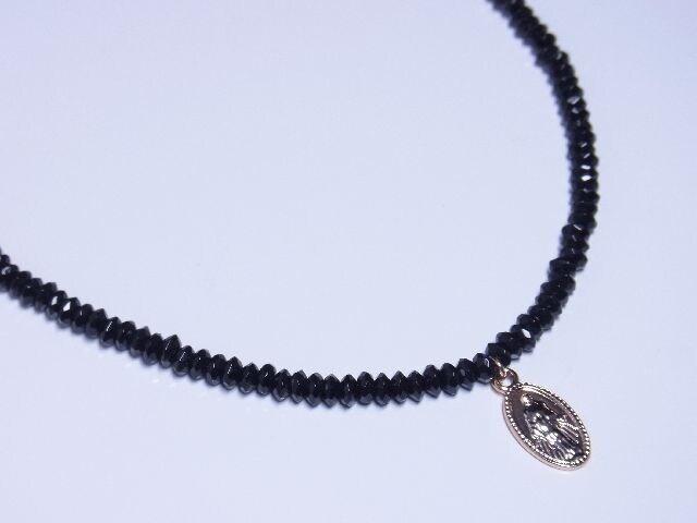 マリアプレート(メダイ)×ブラックスピネルネックレス ピンクゴールドカラーがオシャレ < 女性アクセサリー/時計の