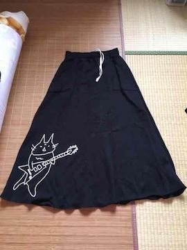mintneko・ギタリストネコ柄スウェットロングスカート。ブラック