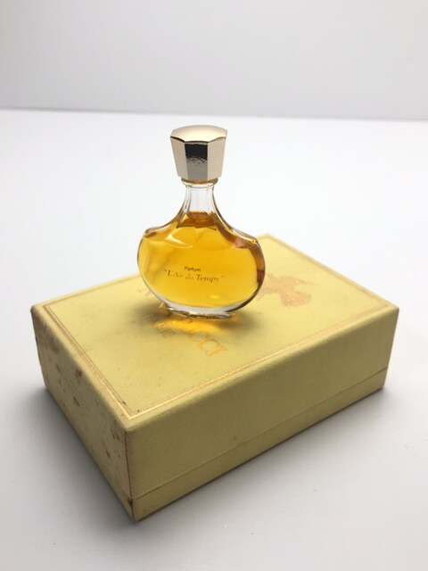 B035 新古品★ NINA RICCI ニナリッチ 香水 15ml フランス製 < ブランドの