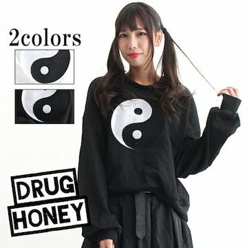 Drug honey【ユニセックス】勾玉刺繍トレーナー/黒