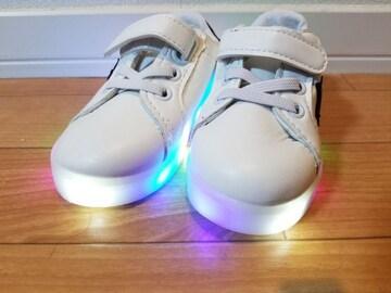 LEDが光る スニーカー