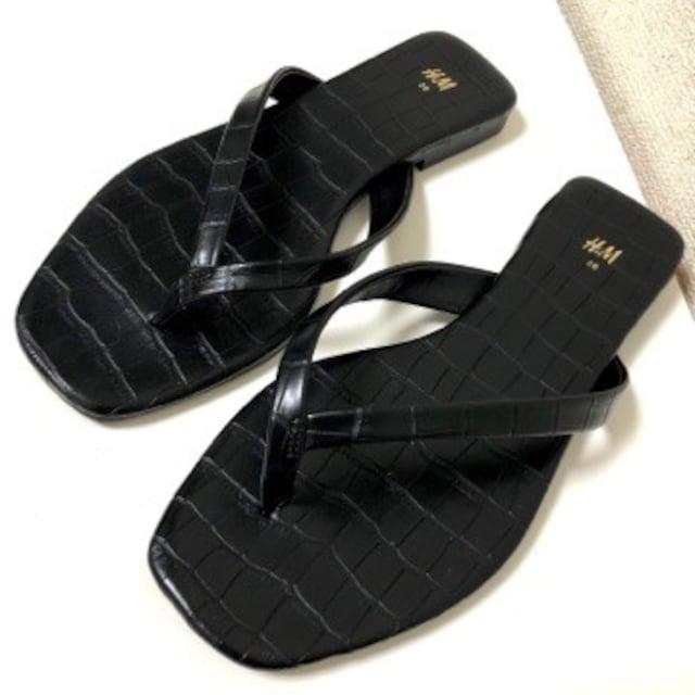 美品 H&M  クロコダイル型押し スクエアトゥ ビーチサンダル 36 黒 ブラック < ブランドの